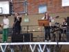 Unser Musiklehrer Herr Schmidt mit Band.