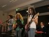 Franz, Nathalie, David und Clemens spielen 'Yellow' von Coldplay.