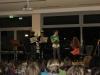 Der Sketch 'Die Einbrecher' wird von Schülern der Theatergruppe gezeigt.