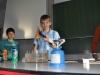Die Fachschaft Physik stellt erste Versuche vor, welche die Schülerinnen und Schüler ab Klasse 6 erwarten.
